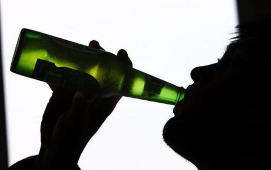 Beer Bottle Full or Empty: Which is Best as a Weapon? (1/4)